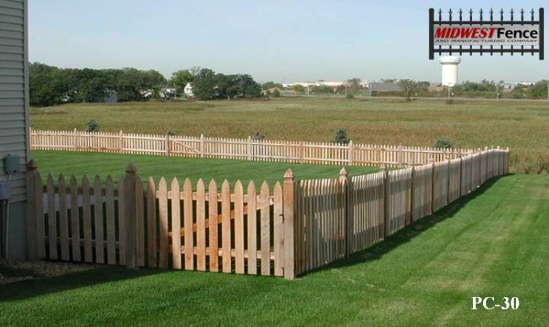 Colonial wood picket fences midwest fence for Colonial fence designs