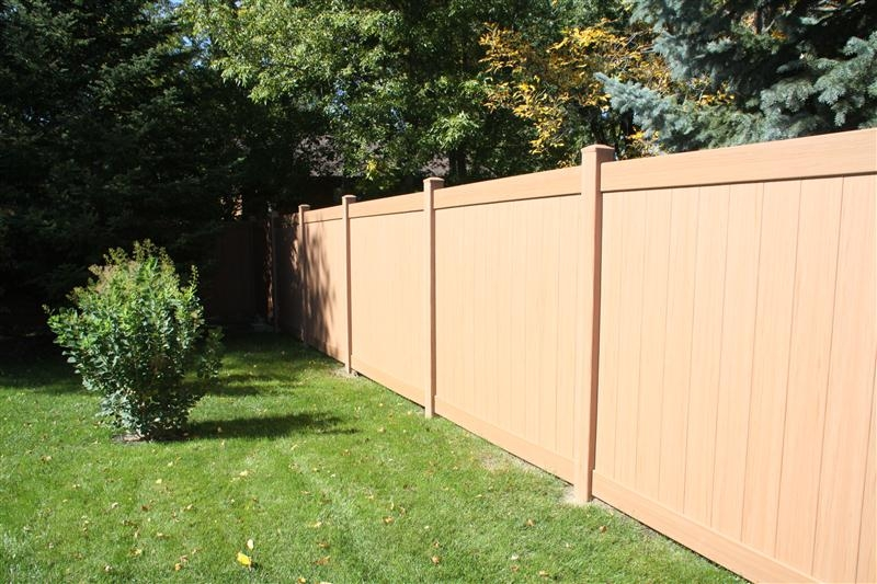 Privacy style pvc fences midwest fence for Natural privacy fence