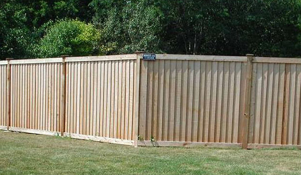 Pros and cons - King style cedar wood privacy fence